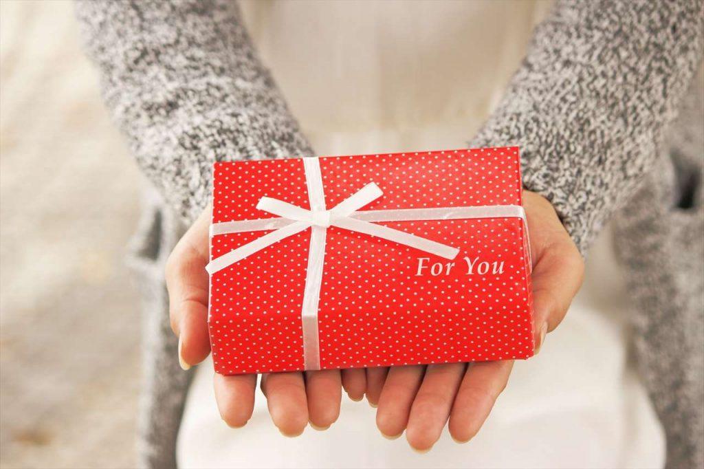 女性に贈るギフトの写真