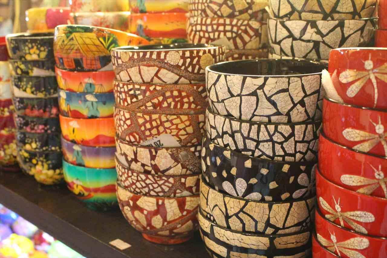 ベトナム土産の陶磁器の写真