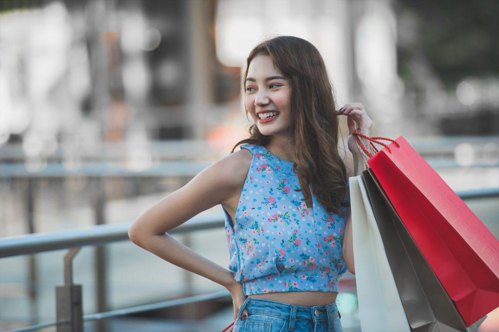 女性のショッピングイメージ